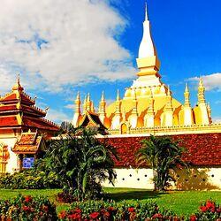 Пазл онлайн: Храм Пха Тхат Луанг
