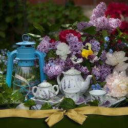 Пазл онлайн: Натюрморт с чайной посудой и цветами