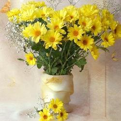 Пазл онлайн: А на столе лучатся хризантемы