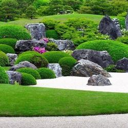 Пазл онлайн: Сад камней и мхов