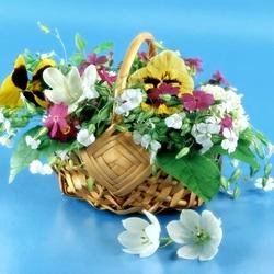 Пазл онлайн: Маленькая корзинка цветов