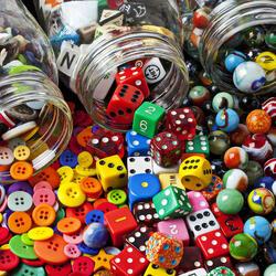 Пазл онлайн: Три банки с сокровищами