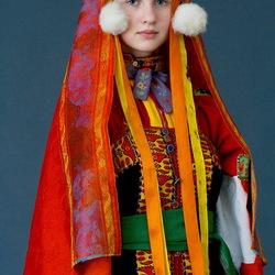 Пазл онлайн: Девушка в русском костюме
