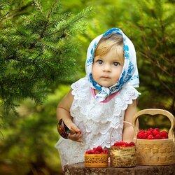 Пазл онлайн: По малинку в лес пойдем