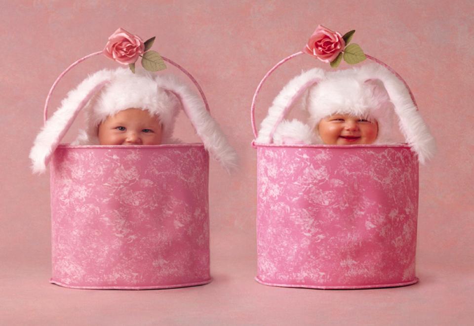 Дню рождения, открытка поздравление с новорожденными близнецами