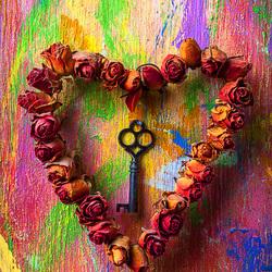 Пазл онлайн: Старый ключ и сердце из роз