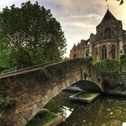 Пазл онлайн: Мост в церкви Богоматери в Брюгге