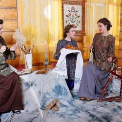 Пазл онлайн: Три девицы под окном