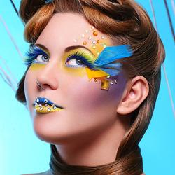 Пазл онлайн: Желтое и голубое