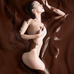 Пазл онлайн: Купаясь в шоколаде