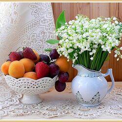 Пазл онлайн: Ландыши и фрукты