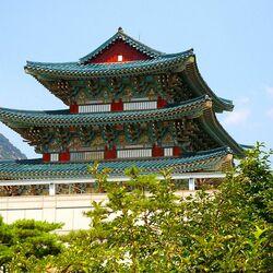 Пазл онлайн: Национальный фольклорный музей в Сеуле