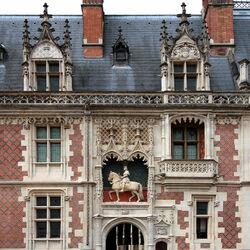 Пазл онлайн: Скульптурное оформление балконов. Замок Блуа. Франция