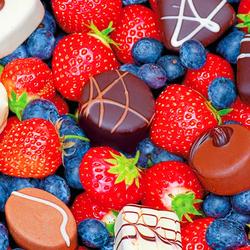 Пазл онлайн: Ягоды и шоколад