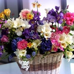 Пазл онлайн: Цветочная корзина