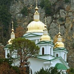 Пазл онлайн: Храм Св. Архистратига Михаила. Ореанда