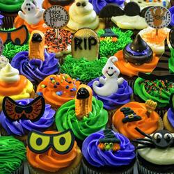 Пазл онлайн: Капкейки к Хэллоуину