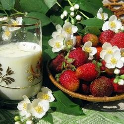 Пазл онлайн: Молоко и клубника