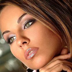 Пазл онлайн: Красивое женское лицо