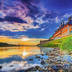 Пазл онлайн: Водный дворец Пильница вечером