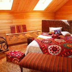 Пазл онлайн: Спальня в мансарде