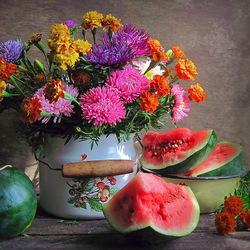 Пазл онлайн: Натюрморт с цветами и арбузами