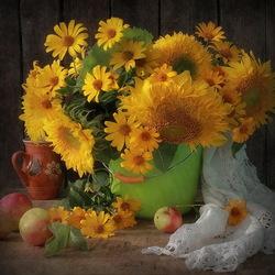 Пазл онлайн: Натюрморт с подсолнухами и яблоками