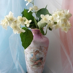 Пазл онлайн: Жасмин в любимой вазочке