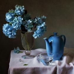 Пазл онлайн: Натюрморт с голубой гортензией