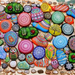 Пазл онлайн: Расписные камушки