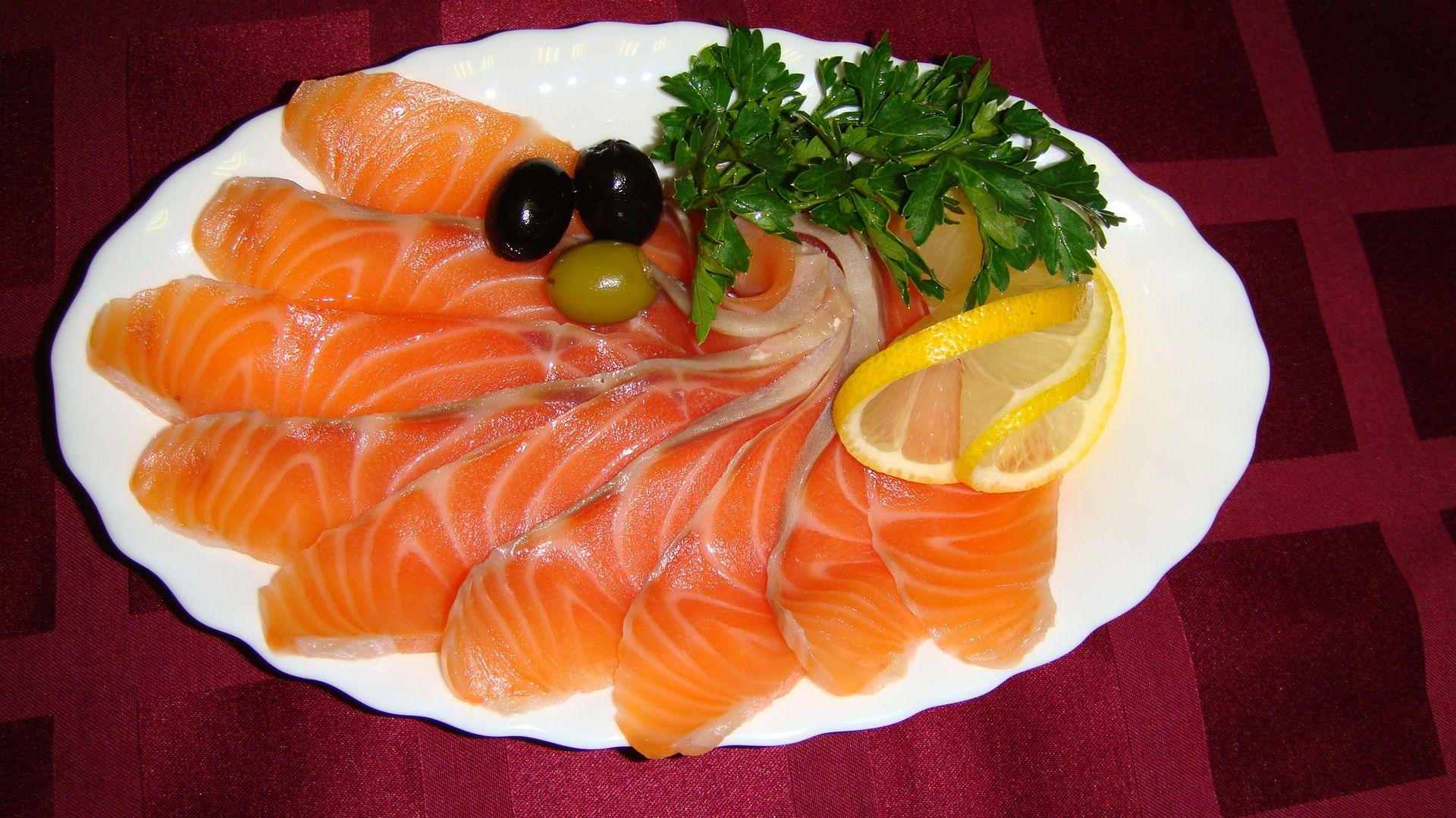 Как сделать малосольные рыбу