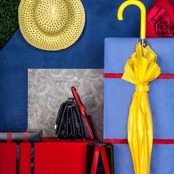 Пазл онлайн: Желтый зонт и шляпа