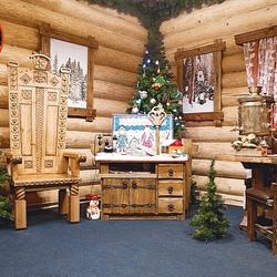 Пазл онлайн:  Рабочее место Деда Мороза в его тереме