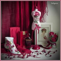 Пазл онлайн: Натюрморт с розами и украшениями