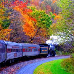 Пазл онлайн: Поезд в осень