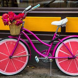 Пазл онлайн: Розовый велосипед