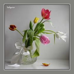 Пазл онлайн: Натюрморт с тюльпанами