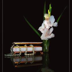 Пазл онлайн: Цветы и жемчуг